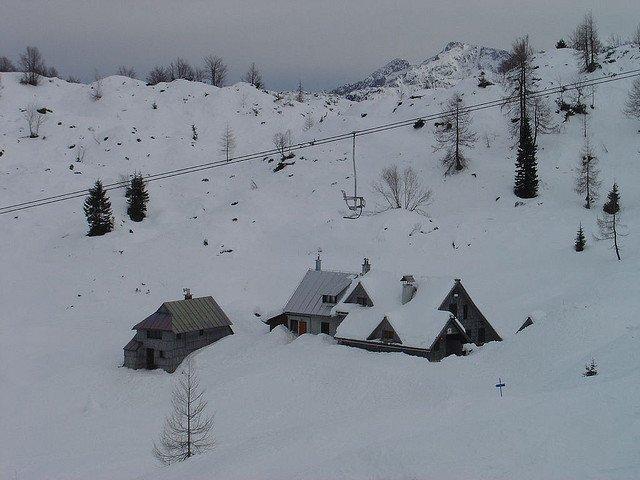 7 destinatii ieftine de schi in Europa Bohinj