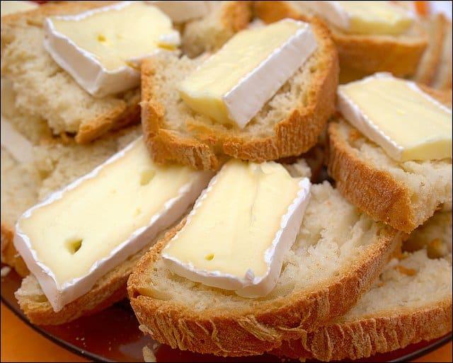 branzeturi frantuzesti Ghidul branzeturilor frantuzesti fine (si mirositoare) camembert