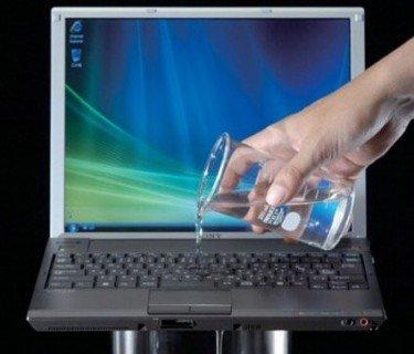 Cum sa-ti protejezi laptopul pe timpul calatoriei laptop1