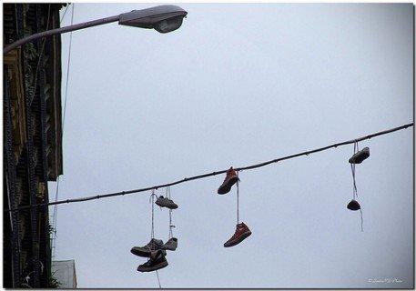Shoefiti: explicatia pantofilor atarnatori pantofi