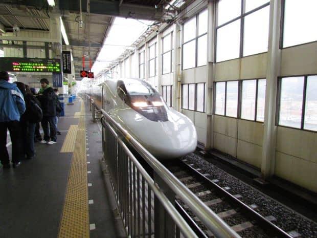 Transporturile in Japonia: precizie si aglomeratie shinkansen