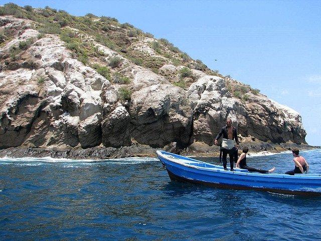 8 super-destinatii pentru amatorii de scuba diving Gordon Rocks