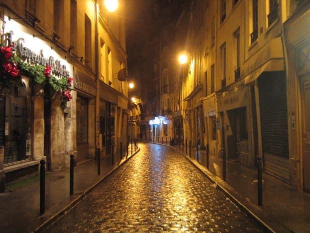 Parisul in 5 pasi relaxanti Le Caveau des Oubliettes