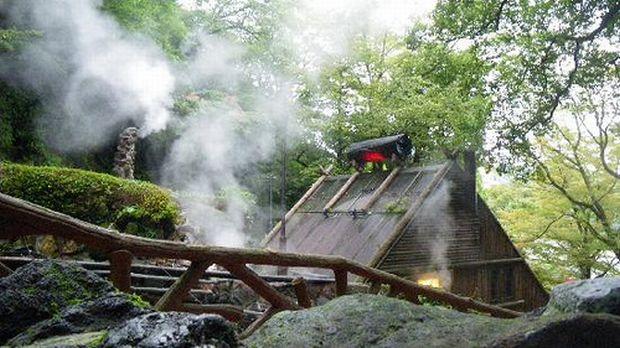Hakone: Yunessun Spa Resort – baie fierbinte in vin si sake carbune