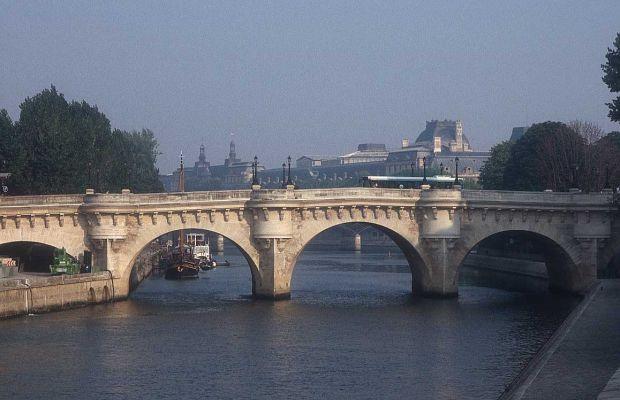 Parisul in 5 pasi relaxanti pont neuf1