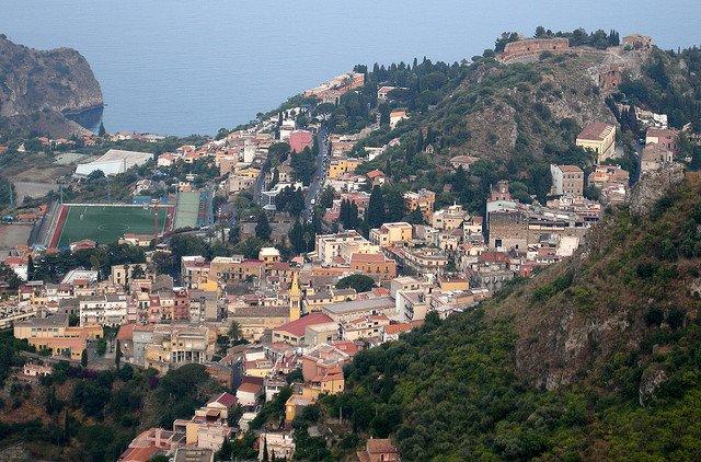 7 destinatii de top din Italia pentru luna de miere taormina