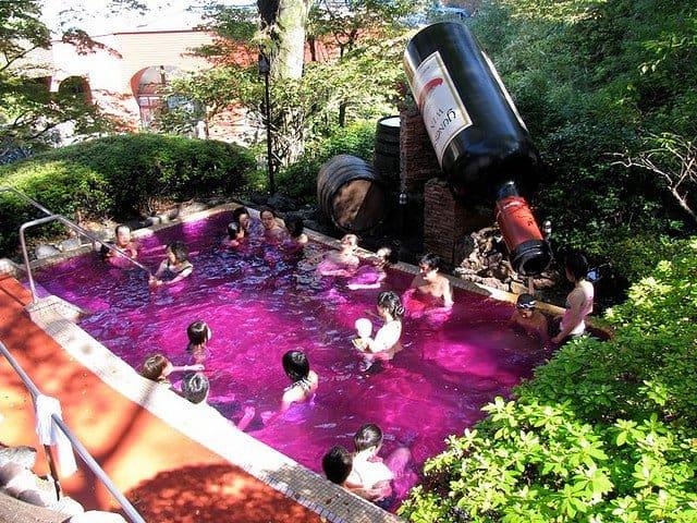 Hakone: Yunessun Spa Resort – baie fierbinte in vin si sake vin vin