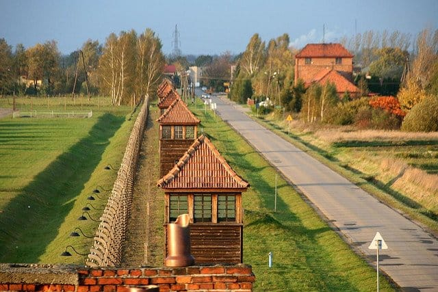 Cele mai controversate 10 destinatii din lume  Auschwitz