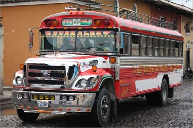 10 mijloace de transport, unice in lume chicken bus1
