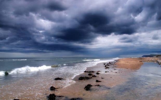10 sfaturi pentru a face fotografii bune pe plaja furtuna