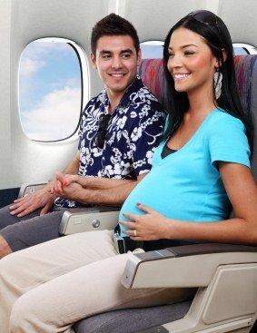 Sfaturi de calatorie cu avionul pentru viitoarele mame gravida
