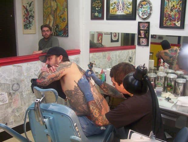 Cum sa-ti faci un tatuaj in vacanta salon1