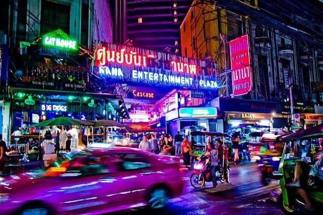 Viata de noapte in Bangkok nana plaza