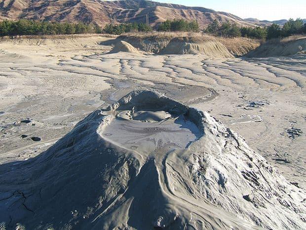 Vulcanii Noroiosi, senzatii de pe alta planeta vulcan nor