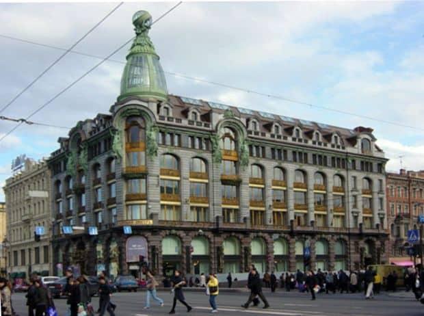Superbul bulevard Neva, din St. Petersburg dom knigi