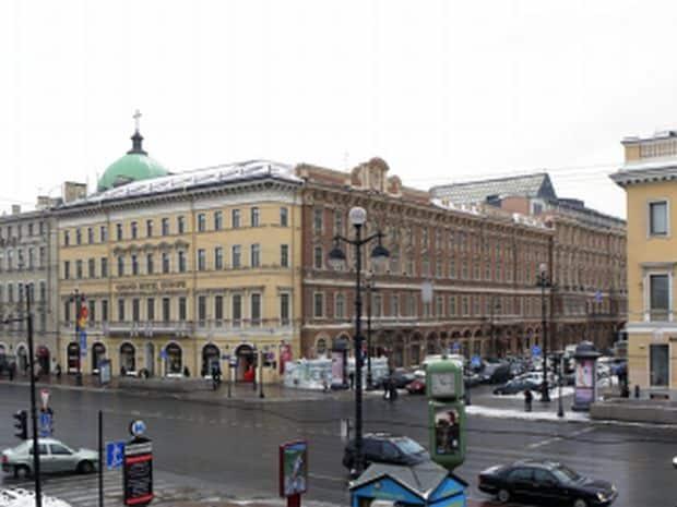 Superbul bulevard Neva, din St. Petersburg grand hotel europe
