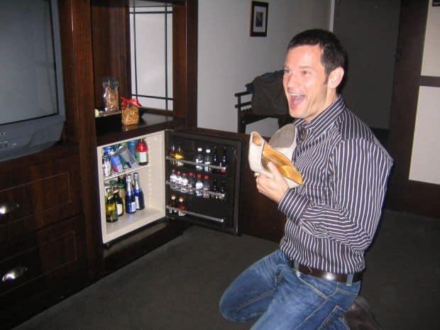 Ce sa NU faci la hotel minibar