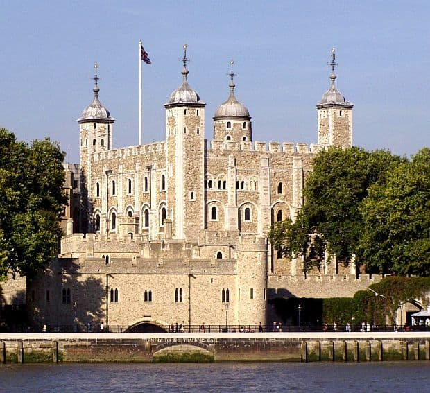 10 dintre cele mai frumoase castele din lume turnul londrei