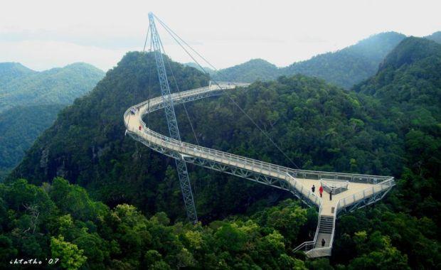 Zece dintre cele mai frumoase poduri din lume Langkawi Sky Bridge