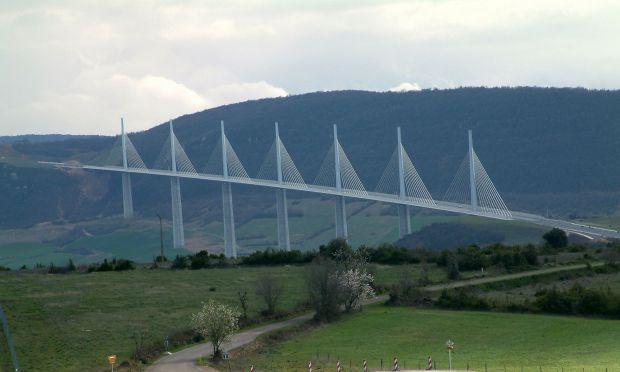 Zece dintre cele mai frumoase poduri din lume Millau Viaduct