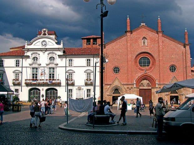 Asti, orasul celor 1000 de turnuri Asti, orasul celor 1000 de turnuri asti2