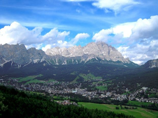 Cortina d'Ampezzo - schi si eleganta italiana Cortina d'Ampezzo - schi si eleganta italiana cortina