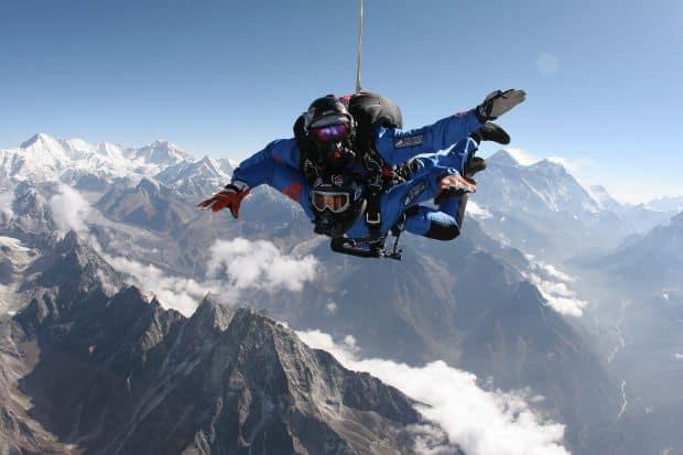 10 locuri perfecte pentru iubitorii de adrenalina everest skydive