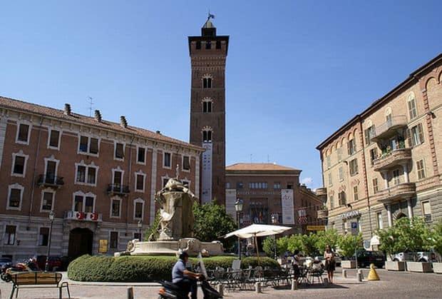 Asti, orasul celor 1000 de turnuri Asti, orasul celor 1000 de turnuri piazza medici