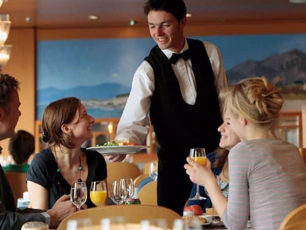 Cat se lasa bacsis in restaurantele din intreaga lume tip