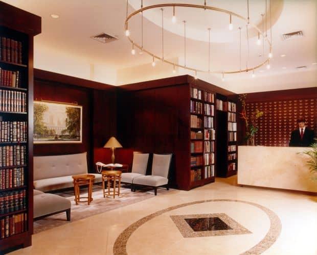 10 destinatii pentru inimile zdrobite library hotel