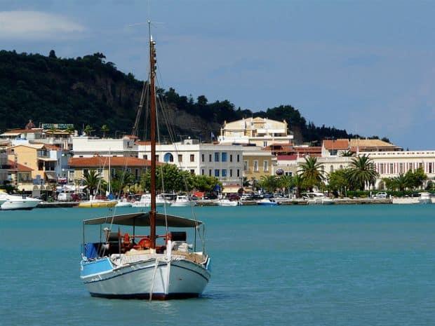 Insulele grecesti: Zakynthos - un albastru infinit zakynthos portul