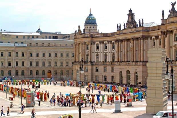 Berlin Berlin - 5 argumente pentru un turist curios Bebelplatz