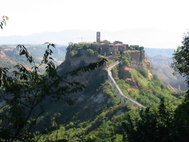 "orase ""secrete"" din Italia Cele mai bine pazite secrete ale Italiei Civita di Bagnoregio"