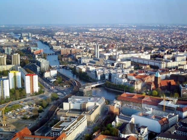 Berlin Berlin - 5 argumente pentru un turist curios berlin spree