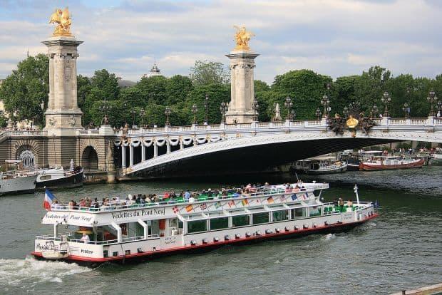 paris 10 atractii mai putin cunoscute in Paris Bateau Mouche