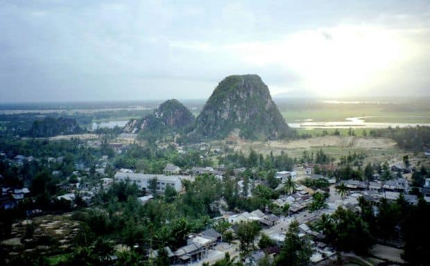 Vietnam 8 atractii turistice din Vietnam Marble Mountains Vietnam
