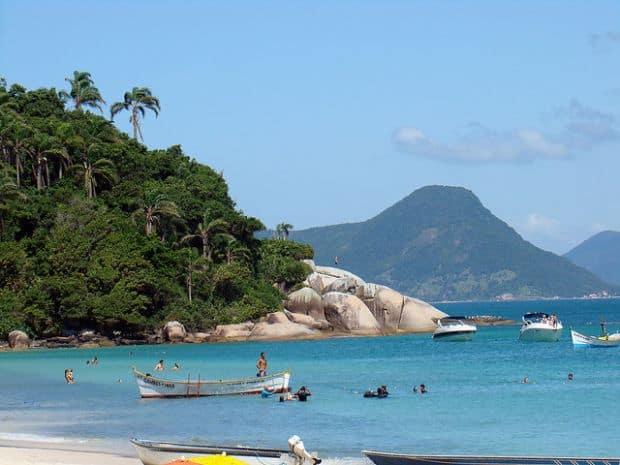 """Cele mai Cele mai """"petrecarete"""" insule din lume Florianopolis"""