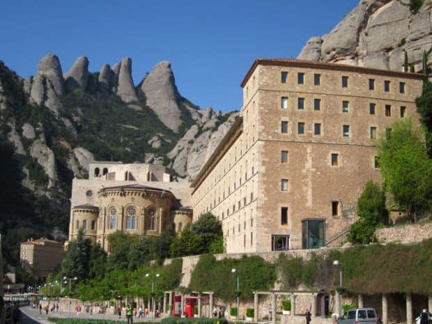 O calatorie prin Catalonia, cu trenul manastirea montserrat