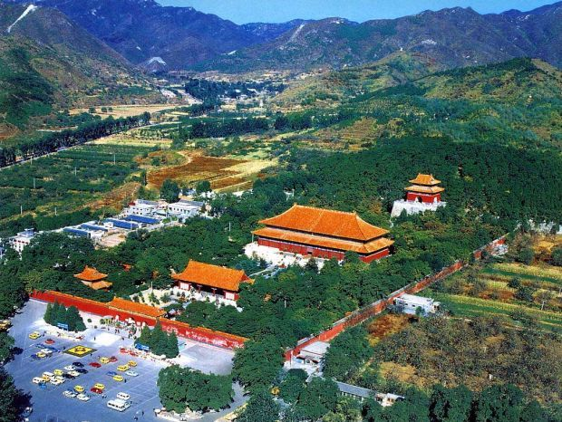 Beijing Cum sa petreci o zi in Beijing si in imprejurimile lui Ming Tombs
