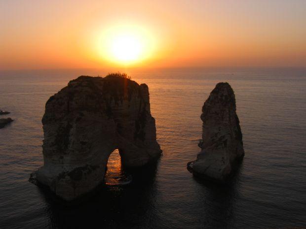 Beirut Cum sa petreci 24 de ore in Beirut img beirut sunset