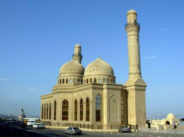 Azerbaidjan: trei zile in capitala Baku Azerbaidjan: trei zile in capitala Baku masjid bibi heybat baku azerbaijan