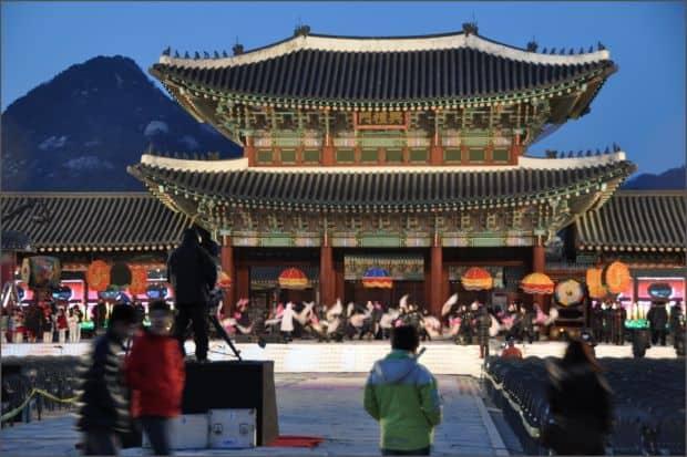 "Palatul Gyeongbokgung (in traducere, ""fericire radianta"")"