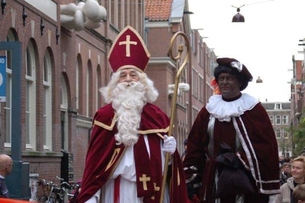 Lucruri amuzante despre obiceiurile de Craciun din intreaga lume Zwarte Piet