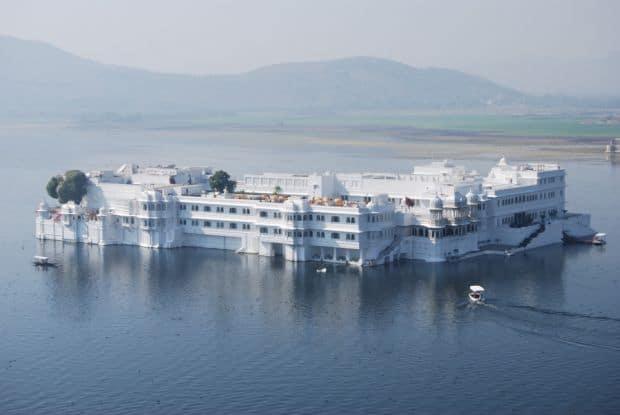 Hoteluri cool: Taj Lake Palace (Udaipur, India) taj1