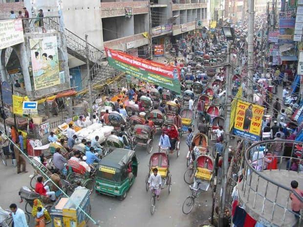 Daca vrei sa inveti cu adevarat ce inseamna trafic... mergi in Dhaka