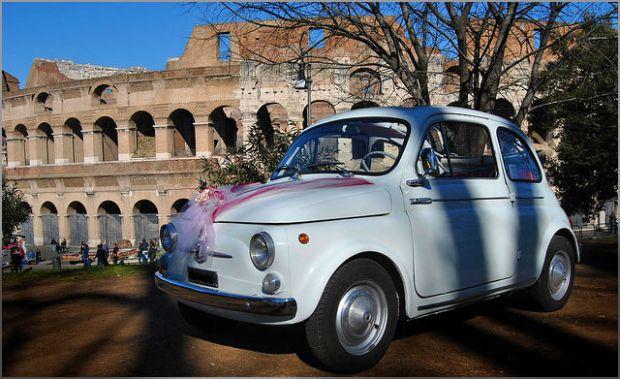 Viziteaza Roma plimbandu-te intr-o masina a anilor 60!