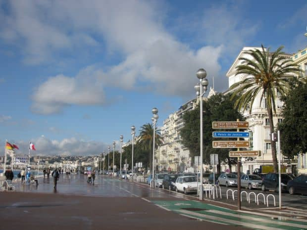 Celebrul bulevard Promenade des Anglais