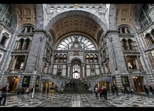 Numita gara catedrala, impresionanta constructie belgiana te va impresiona, cu siguranta