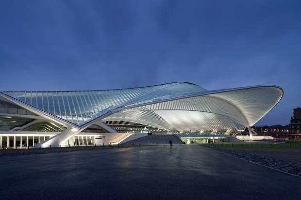 Cand vine vorba despre arhitectura, belgienii au un cuvant de spus, lucrur confirmat si de uriasa constructie de sticla, otel si beton alb.