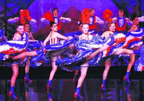 Daca ajungi la Paris, trebuie sa mergi sa vezi un spectacol la Moulin Rouge. Foto: José Serur Yedid  viata de noapte in paris Viata de noapte in Paris moulin rouge